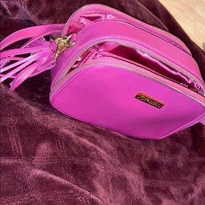 Handbags - I'm selling a beautiful Joy&Iman purse.